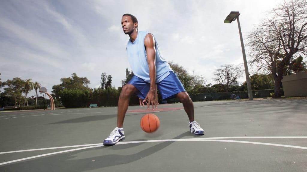 Conoce cómo es el dribling en baloncesto