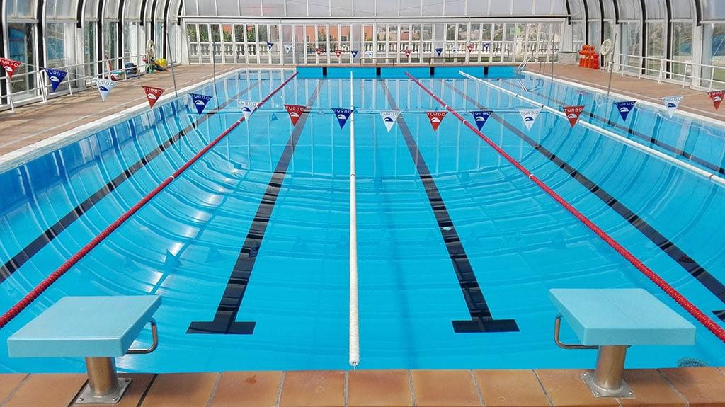 Piscina de nataci n medidas tipos y todo lo que desconoce for Fotos de piscinas cubiertas
