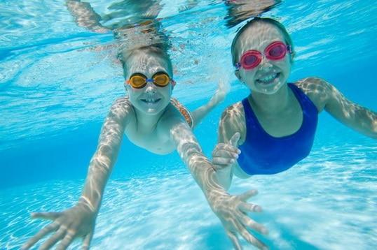 cómo nadar bajo el agua