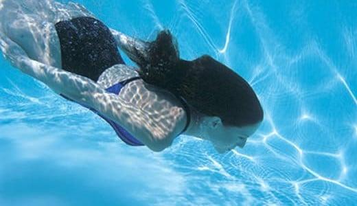 cómo-nadar-bajo-el-agua-1