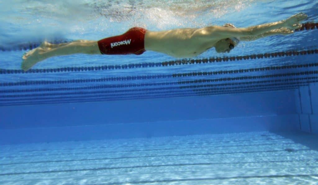 aprender todo sobre cómo nadar a braza