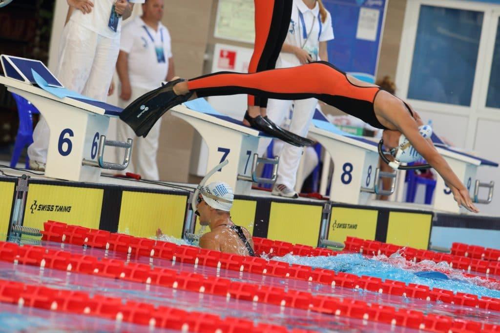 natacion-con-aletas-4