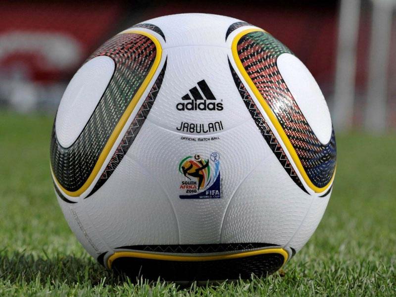 un balón de futbol es un buen regalo para los fanáticos del fútbol en su cumpleaños