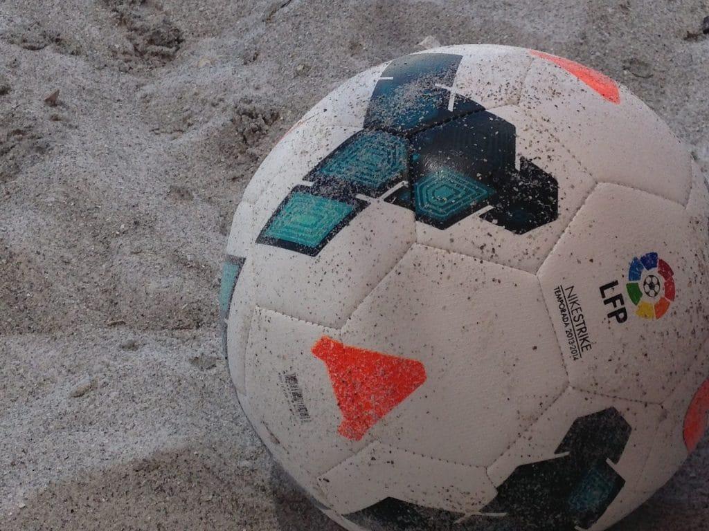 balon de futbol playa