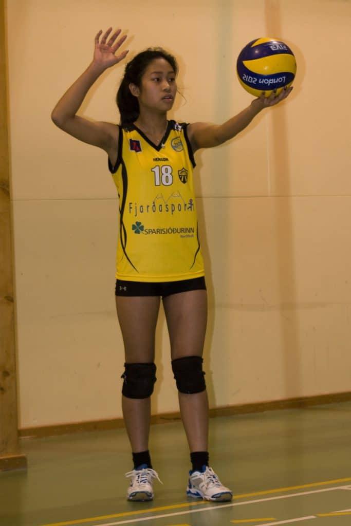 Saque alto del voleibol