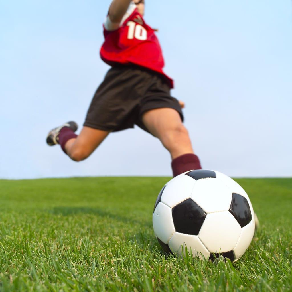 como jugar futbol y mas