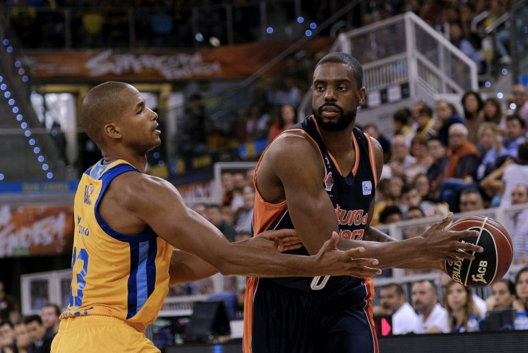 desplazamiento defensivo del baloncesto