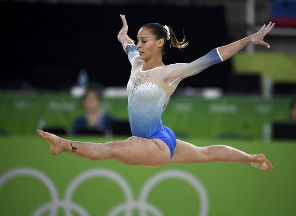 saltos en gimnasia ritmica