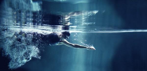 cómo-nadar-bajo-el-agua-3
