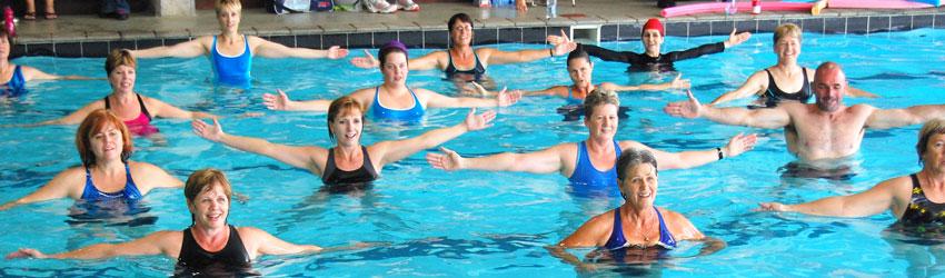 ejercicios en la piscina para adelgazar