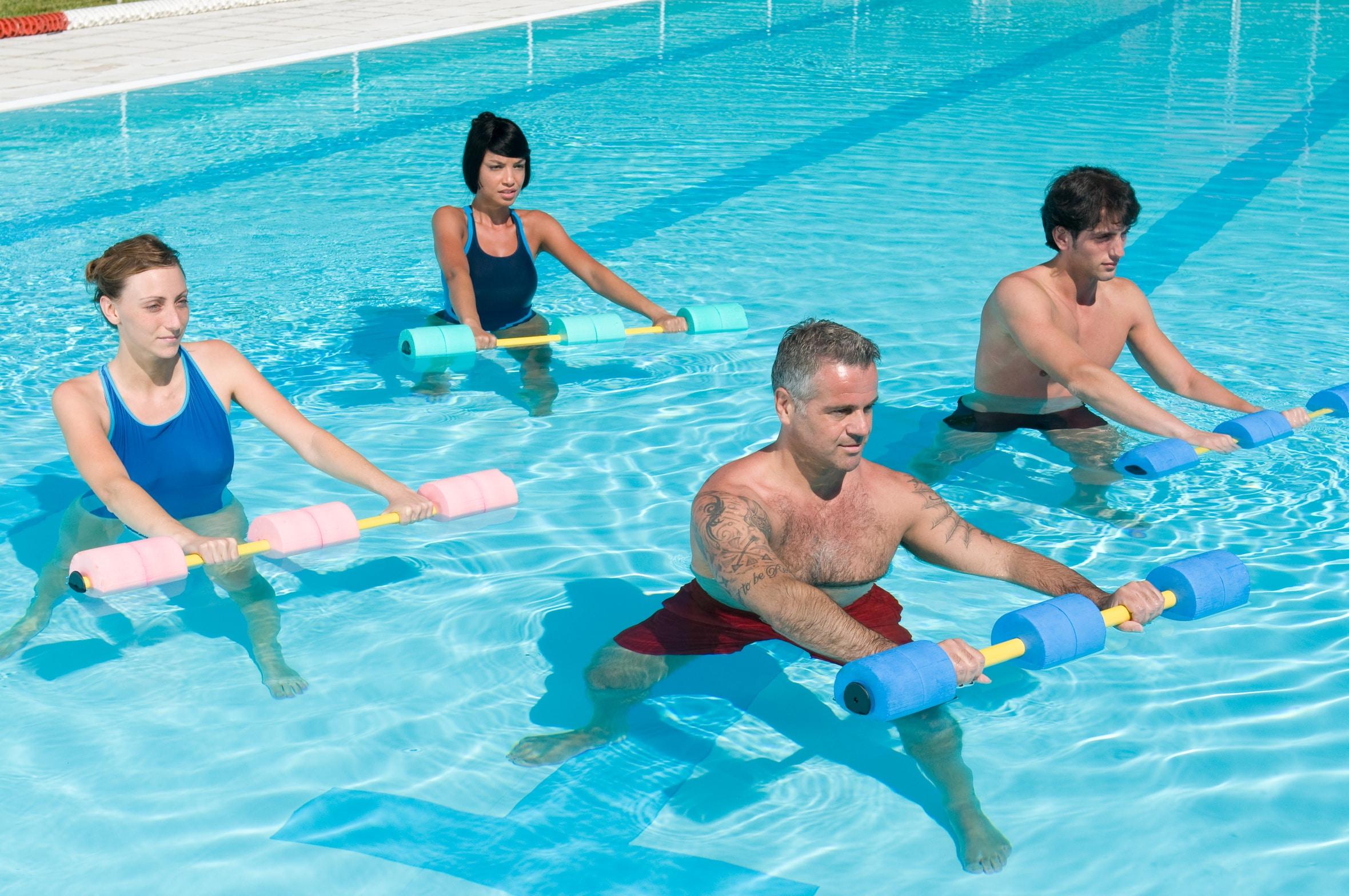 ejercicios-en-la-piscina-para-adelgazar-4