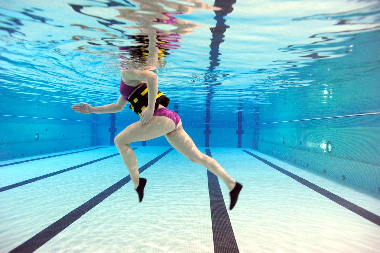ejercicios-en-la-piscina-para-adelgazar-2