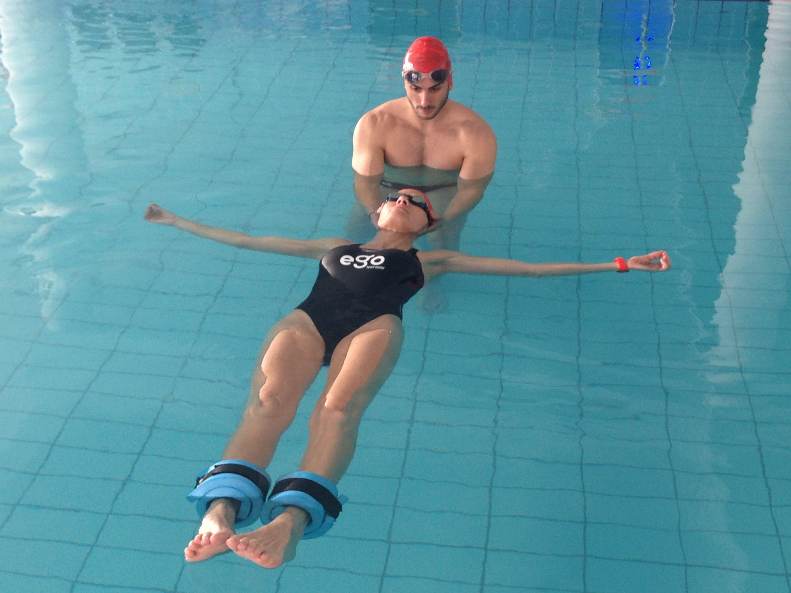 Ejercicios-de-natación-de-espalda-4